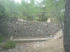 Dique de Mampostería construido por el ICONA en 1983 en el término municipal de Balsa de Ves