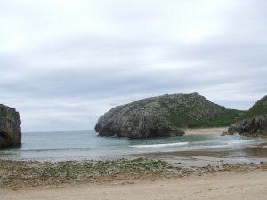 Playa y zona de escalada Cuevas de Mar.