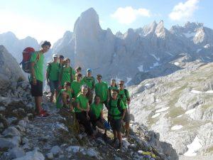 Senderismo alta montaña macizo Picos de Europa.