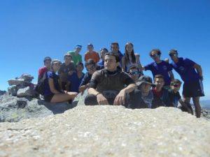 Foto de grupo en la cumbre del Pico alba