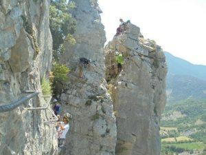 Grupo de niños en vía ferrata de Foradada del Toscar